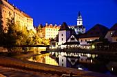 An der Moldau mit Schloss, Krumau an der Moldau, Süd-Böhmen, Tschechien