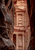 The Treasury (Al-Khazneh), Petra, UNESCO World Heritage Site, Ma'an Governorate, Jordan, Middle East