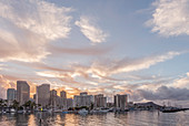 Honolulu City Skyline über dem Meer, Hawaii, Vereinigte Staaten, Honolulu, Hawaii, USA