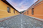 Historische Bezirksstraße in Dawn, Antigua, Guatemala
