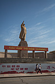 Statue of Mao in Kashgar, China, Asia