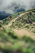 Kratersee und Hügel auf der Insel Sao Miguel, Azoren, Atlantischer Ozen, Atlantik,