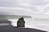 Reynisfjara Beach, at Dyrholaey, in the background the Reynisdrangar lava columns, Vik, South Iceland, Iceland, Europe
