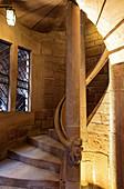 Blick auf die Wendeltreppe im Treppenturm von Hochkönigsburg, Orschwiller, Elsass, Frankreich, Europa