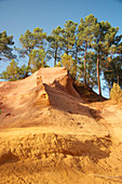 disused ocher pit at Sentier des ocres, Roussillon, Luberon, Provence, France, Europe