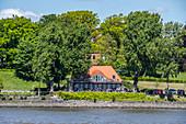 Blick von der Elbe auf das Elv-Restaurant in Hamburg Nienstedten, Hamburg, Norddeutschland, Deutschland