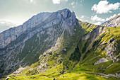 Zick Zack Wanderweg auf den Berg hoch, Pilatus, Luzern, Schweiz, Europa