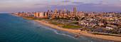 Panoramablick auf die Stadt Tel Aviv in der Abendsonne, Israel, Naher Osten