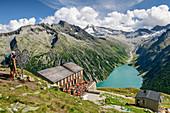 Olpererhütte steht über Schlegeisspeicher, Großer Möseler im Hintergrund, Olpererhütte, Peter-Habeler-Runde, Zillertaler Alpen, Tirol, Österreich