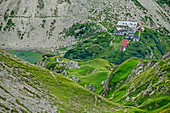 Tiefblick auf Prinz-Luitpold-Haus, Jubiläumsweg, Allgäuer Alpen, Oberallgäu, Allgäu, Schwaben, Bayern, Deutschland