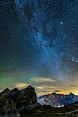 Sternenhimmel mit Milchstraße über Tofana, Sorapis und Antelao, Dolomiten, UNESCO Welterbe Dolomiten, Venetien, Italien