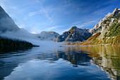 Morgendlicher Nebel über Königssee, Königssee, Nationalpark Berchtesgaden, Berchtesgadener Alpen, Oberbayern, Bayern, Deutschland