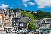 Frankreich, Eure, Cormeilles, Platz General de Gaulle und Kirche Sainte Croix