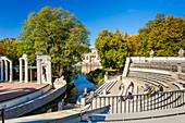 Königlicher Garten, genannt Lazienki Krolewskie, Amphitheater, Palast am Wasser, Warschau, Polen, Europa