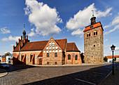 St. Johanniskirche mit dem Marktturm in Luckenwalde, Fläming, Land Brandenburg, Deutschland