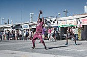 Acrobats on the promenade at Venice Beach in Los Angeles, USA