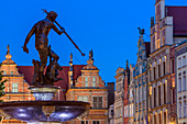 Gdansk, Main City, old town, fountain of Neptune, Dlugi Targ street (Long Market). Gdansk, Main City, Pomorze region, Pomorskie voivodeship, Poland, Europe