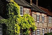 Typische englische Häuser in der Nähe von High Wycombe, Chiltern Hills, Buckinghamshire, England