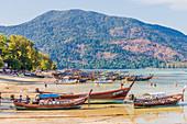 Longtail-Boote in Ko Lipe, im Tarutao National Marine Park, Thailand, Südostasien, Asien