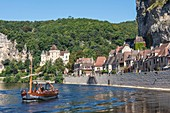 France, Dordogne, La Roque Gageac, labelled Les Plus Beaux Villages de France (The Most Beautiful Villages of France), scow on the Dordogne river, the village and the castle