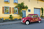 Citroen 2 CV, duck, in front of a farmhouse in Manderscheid, Eifel, Rhineland-Palatinate, Germany
