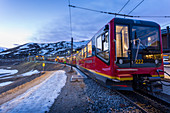Zug zum Jungfraujoch, Kleine Scheidegg, Jungfrau Region, Berner Oberland, Schweizer Alpen, Schweiz, Europa