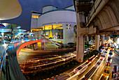 Bangkok Kunst- und Kulturzentrum, Abendverkehr, Siam Square, Bangkok, Thailand, Südostasien, Asien