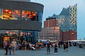 Elbphilharmonie von der Elbpromenade aus gesehen, Hamburg, Deutschland, Europa