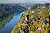 Felstürme überragen Elbtal, Bastei, Elbsandsteingebirge, Nationalpark Sächsische Schweiz, Sächsische Schweiz, Sachsen, Deutschland