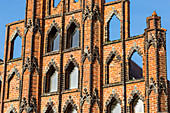 Marktplatz (market place square) in the centrum of Wismar, brick gothic Bürgerhaus (patrician's home) called the Alter Schwede (The Old Swede), erected around 1380, roof top. Wismar stadt, Mecklenburg–Vorpommern, Germany.