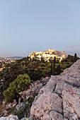 Abendstimmung am Areopag, Marshügel, mit Blick zur Akropolis, Athen, Griechenland