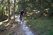 Mountainbiken am Holy Hansen Trail im Vinschgau, Italien\n