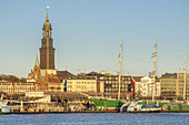View of the Michel with the museum ship Rickmer Rickmers at the St. Pauli Landungsbrücken in the port of Hamburg, Free Hanseatic City of Hamburg, Northern Germany, Germany, Europe