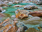 Felsen im Verzascatal, Fluss Verzasca, Tessin, Schweiz