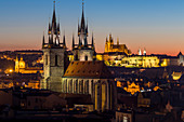 View to Our Lady before Tyn Church and Prague Castle at dusk, UNESCO World Heritage Site, Prague, Bohemia, Czech Republic, Europe