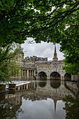 Pulteney Bridge reflected in the River Avon, Bath, UNESCO World Heritage Site, Somerset, England, United Kingdom, Europe