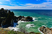 The McWay waterfall with a view of the Pacific at Julia Pfeiffer Burns State Park, California, USA