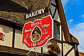 Schild der Olsen's Bakery, Bäckerei im Dorf Solvang, Kalifornien, USA