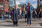 ORTHODOX JEW AND AN AFRO-AMERICAN CROSSING A STREET IN BROOKLYN, RACISM, RELIGION, BROOKLYN, NEW YORK CITY, NEW YORK, UNITED STATES, USA