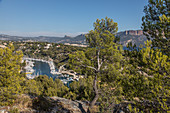 MARINA IN THE ROCKY INLET OF PORT-MIOU, CASSIS (13), FRANCE