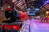 THE HOGWARTS EXPRESS TRAIN, STUDIO TOUR LONDON, THE MAKING OF HARRY POTTER, WARNER BROS, LEAVESDEN, UNITED KINGDOM