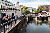 THE BANKS OF REGENT'S CANAL, LONDON, GREAT BRITAIN, EUROPE