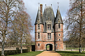 THE SMALL ENTRANCE CASTLE WITH FOUR ROUND TOWERS FROM THE 16TH CENTURY, CHATEAU DE CARROUGES, BUILT OF RED BRICK BETWEEN THE 14TH AND 16TH CENTURIES, CARROUGES (61), FRANCE