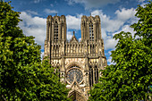 NOTRE DAME CATHEDRAL OF REIMS, LISTED SINCE DECEMBER 1991 AS A UNESCO WORLD HERITAGE SITE. THIS IS THE CATHEDRAL WHERE ALL THE KINGS OF FRANCE WERE CROWNED SINCE CLOVIS IN THE 5TH CENTURY, MARNE, GRAND EST REGION, FRANCE