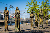 SCULPTURES OF THE GREAT FAMINE MEMORIAL, DUBLIN QUAY, LIFFEY RIVER, THE DOCKLANDS, DUBLIN, IRELAND