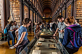 THE LONG ROOM, LIBRARY AT TRINITY COLLEGE OF DUBLIN UNIVERSITY DATING FROM THE 16TH CENTURY, DUBLIN, IRELAND