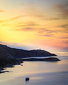 Blick auf die Halbinsel La Revellata bei Calvi im Abendlicht, Korsika, Frankreich