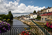 River Oust and waterfront in Josselin, Dept. Morbihan, Brittany, France, Europe