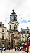 Newlyweds and wedding party on the lively town hall square with clock tower, Place de la Mairie, H? Tel de Ville, Rennes, Ille-et-Vilaine department, Brittany, France, Europe