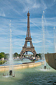 Jardins du Trocad? Ro Fountains with Eiffel Tower on a sunny day, Paris, France, Europe